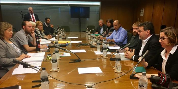 Representantes de la IE, Fenapes y FUM-TEP se reúnen con parlamentarios uruguayos